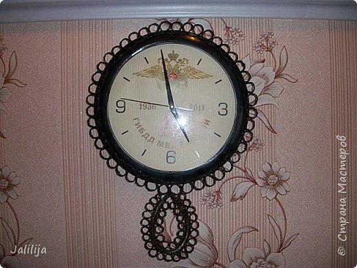 Уважаемые жители и гости Страны мастеров! Вот ещё одни часы, изменённые с помощью джутовых ниток. К сожалению, у меня нет картинки, какими они были изначально. Описываю: был просто круг с чёрным ободком, вообщем, часы для казармы. фото 1