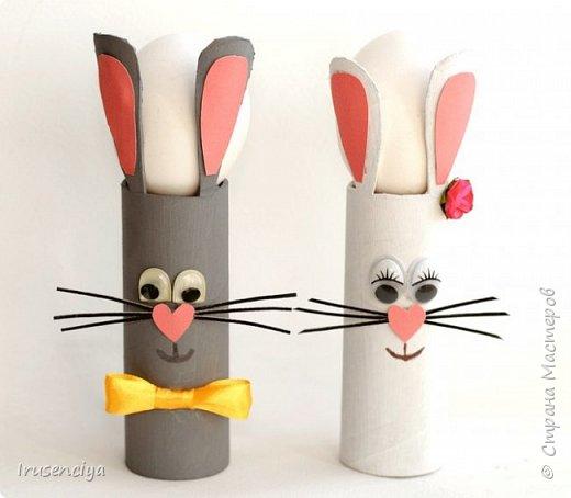Когда ребёнок очень чего-то просит, то отказывать ни в коем случае нельзя. Вот захотелось ему зайчиков, пожалуйста! Ну и что, что ненастоящие, зато кормить и ухаживать не надо, стоят себе и улыбаются :))) Чтобы их сделать, мне понадобились: картонный рулон от фольги, острый канцелярский нож, ножницы, цветная бумага, пара помпонов, глазки для игрушек, клеевой пистолет и мелочи для декора. фото 8