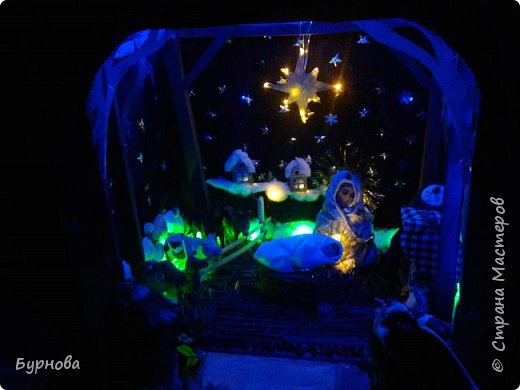До Рождества оставалось две недели,и мне захотелось сделать вертеп, так как много детей дома. Акцент был сделан на подсветку. Это придает некую таинственность))) Я думаю задумка получилась...судить Вам!)) фото 32