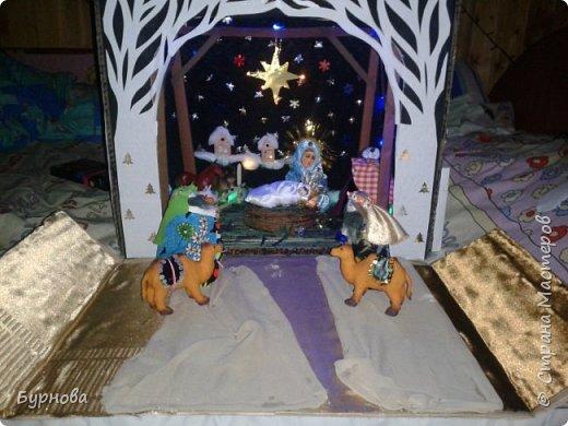 До Рождества оставалось две недели,и мне захотелось сделать вертеп, так как много детей дома. Акцент был сделан на подсветку. Это придает некую таинственность))) Я думаю задумка получилась...судить Вам!)) фото 30