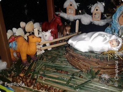 До Рождества оставалось две недели,и мне захотелось сделать вертеп, так как много детей дома. Акцент был сделан на подсветку. Это придает некую таинственность))) Я думаю задумка получилась...судить Вам!)) фото 33