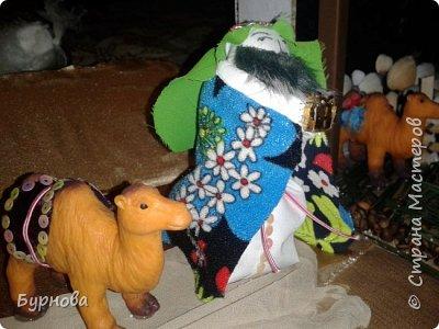 До Рождества оставалось две недели,и мне захотелось сделать вертеп, так как много детей дома. Акцент был сделан на подсветку. Это придает некую таинственность))) Я думаю задумка получилась...судить Вам!)) фото 25