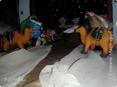 До Рождества оставалось две недели,и мне захотелось сделать вертеп, так как много детей дома. Акцент был сделан на подсветку. Это придает некую таинственность))) Я думаю задумка получилась...судить Вам!)) фото 28