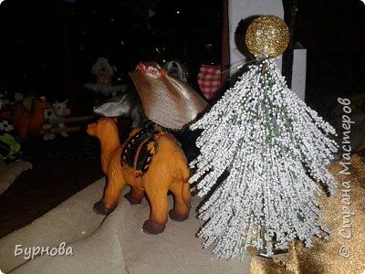 До Рождества оставалось две недели,и мне захотелось сделать вертеп, так как много детей дома. Акцент был сделан на подсветку. Это придает некую таинственность))) Я думаю задумка получилась...судить Вам!)) фото 29