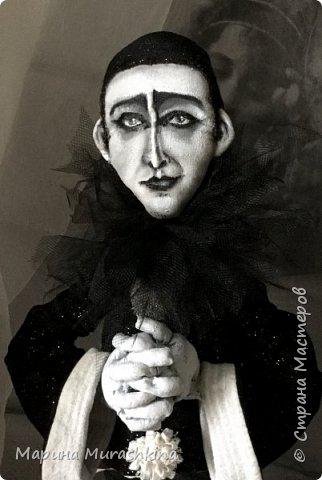 Прочитала много материала об известном талантливом артисте, поэте, композиторе - Александре Николаевиче Вертинском. Прослушала много песен в его исполнении. Не знаю почему...может, потому, что был он кумиром моей бабушки, а, может, время пришло)).  Вобщем, я под впечатлением: манерный и супер-артистичный, трагичный и ироничный, бесконечно талантливый и какой-то непознанный. фото 1