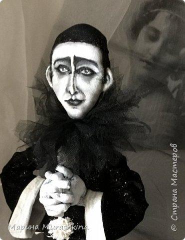 Прочитала много материала об известном талантливом артисте, поэте, композиторе - Александре Николаевиче Вертинском. Прослушала много песен в его исполнении. Не знаю почему...может, потому, что был он кумиром моей бабушки, а, может, время пришло)).  Вобщем, я под впечатлением: манерный и супер-артистичный, трагичный и ироничный, бесконечно талантливый и какой-то непознанный. фото 5