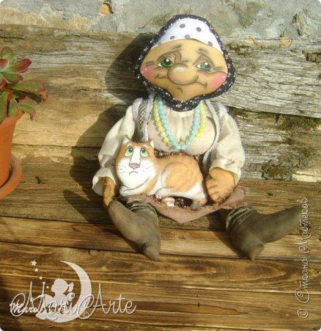 Здравствуйте всем!  У меня появилась вот такая деревенская бабуська,сшита  по М.К. Людмилы Набиуллиной, сапожки по М.К. Татьяны Зуевой, кот Васька -(картинка из интернета, выкройка моя) фото 2