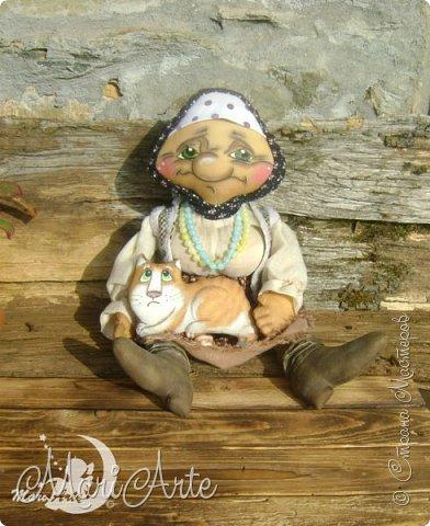 Здравствуйте всем!  У меня появилась вот такая деревенская бабуська,сшита  по М.К. Людмилы Набиуллиной, сапожки по М.К. Татьяны Зуевой, кот Васька -(картинка из интернета, выкройка моя) фото 1