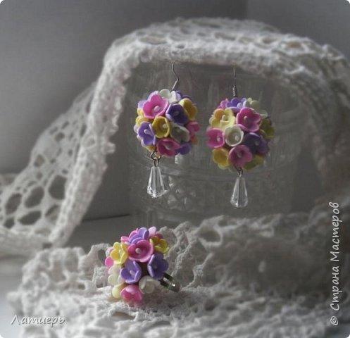 Приветствую всех заглянувших)) Накопилось немного работ, как всегда миниатюрные брошки, комплект серьги и кольцо, и первый раз повязку для малышки сделала. фото 3