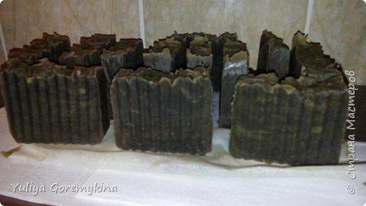 Шоколадное мыло с нуля.  В пережире масло какао, добавки - какао-порошок для цвета и горький шоколад 80%, ароматизирован ЭМ горького миндаля. фото 7