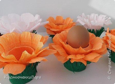 Сделали с дочкой за выходные много поделок к Пасхе. Яйца из ниток Алёна заготовила заранее, много получилось! Мы не все ещё декорировали. Корзинки и подставки для яиц нашли в Стране Вот первая http://stranamasterov.ru/node/336005 фото 14