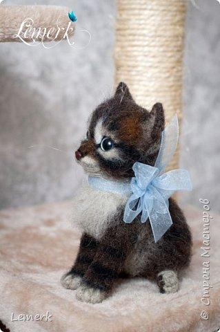 Воробушек. Валяный полосатый котенок. 17 см фото 2