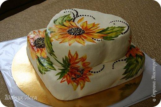 Приветик Всем!!!Хочу показать Вам какой тортик мы с дочкой придумали на день рождение нашему папе,мужу. Это новшество в оформлении тортов.Рисунок на мастике.Рисовала дочка пищевыми красками и плюс шоколад. Идея моя, а рисунок дочки! фото 6