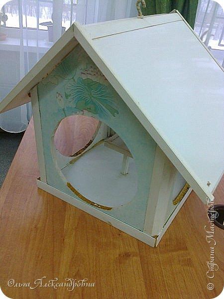 """Совсем недавно у нас прошел в классе проект """"Накормим птиц зимой"""" Дети вместе с родителями сделали самые разнообразные кормушки. Мы их повесили около школы. Теперь постоянно подкармливаем птичек. фото 9"""