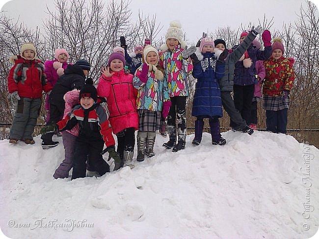 """Совсем недавно у нас прошел в классе проект """"Накормим птиц зимой"""" Дети вместе с родителями сделали самые разнообразные кормушки. Мы их повесили около школы. Теперь постоянно подкармливаем птичек. фото 19"""