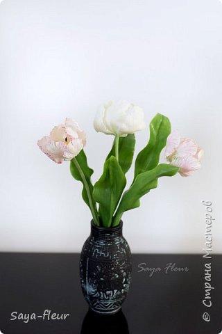 Здравствуйте, как всегда перед 8 марта популярными подарками становятся тюльпаны. В этом году сделала такие к 8 марта. Цветы из полимерной глины, высотой 32 см.  фото 7