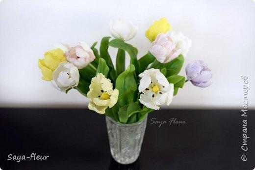 Здравствуйте, как всегда перед 8 марта популярными подарками становятся тюльпаны. В этом году сделала такие к 8 марта. Цветы из полимерной глины, высотой 32 см.  фото 1
