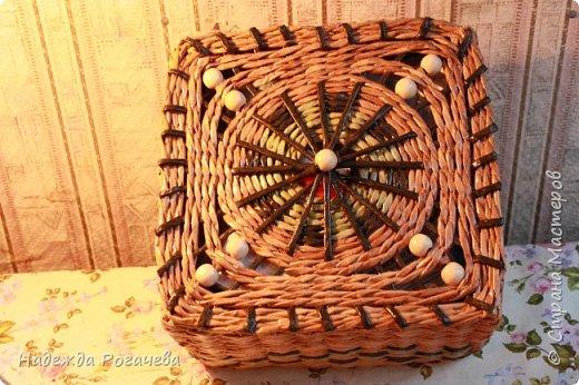 Хлебница и коробка. Хлебница овальной формы. Дно картон обои самоклеящиеся. У коробки дно тоже картонное с обоями. фото 7