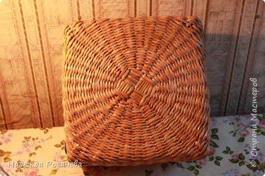 Хлебница и коробка. Хлебница овальной формы. Дно картон обои самоклеящиеся. У коробки дно тоже картонное с обоями. фото 8