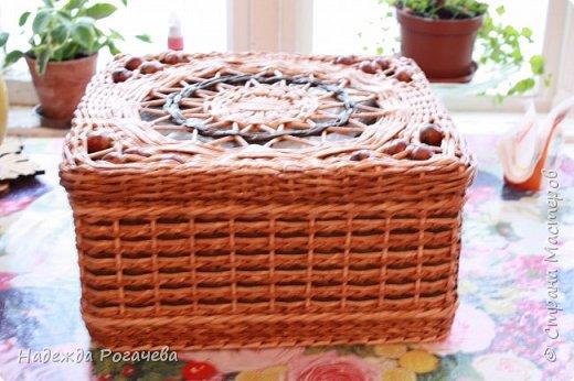 Хлебница и коробка. Хлебница овальной формы. Дно картон обои самоклеящиеся. У коробки дно тоже картонное с обоями. фото 6