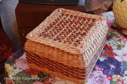 Хлебница и коробка. Хлебница овальной формы. Дно картон обои самоклеящиеся. У коробки дно тоже картонное с обоями. фото 10