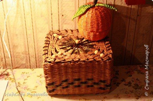 Хлебница и коробка. Хлебница овальной формы. Дно картон обои самоклеящиеся. У коробки дно тоже картонное с обоями. фото 9