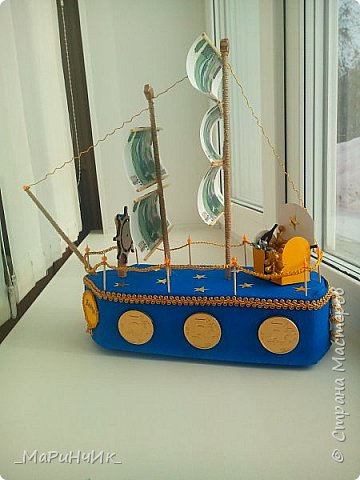 Корабль был сделан для хорошего человека на 80-летний юбилей))) Денежный подарок размещается в сундуке. Вдохновение черпалось на просторах сайта) фото 2