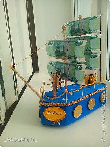 Корабль был сделан для хорошего человека на 80-летний юбилей))) Денежный подарок размещается в сундуке. Вдохновение черпалось на просторах сайта) фото 1