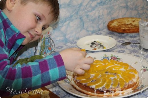 """Всем привет!!! Задали нам недавно в школе сделать проект на тему: """"Школа кулинаров""""! Ну не пропадать же добру! Решила я всё это дело выложить! Тем более,  сама часто пользуюсь рецептами с сайта и, пользуясь случаем, хочу выразить особую благодарность девочкам, рецептами которых я часто пользуюсь!!! http://stranamasterov.ru/user/351615!http://stranamasterov.ru/user/272574  Девочки! Большое спасибо за ваш вкусный опыт, знания и маленькие кулинарные секретики!)))Очень благодарна вам за наши вкусные семейные ужины и обеды!!!)))    Салат """"Светофор"""". Этот салат родился в день рождения моего папы.   Он не любит салаты, считает их - кучей перемешанных в майонезе овощей. Мы сделали для него этот салат и теперь, каждый праздник, готовим это блюдо, постоянно меняя состав. Любой желающий может положить себе любой набор овощей или весь состав вместе с заправкой.  фото 6"""