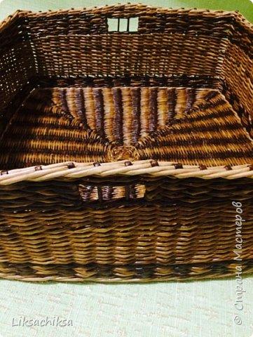Всем привет!))) я с очередной порцией моих корзинок. Продолжаю изучать, пробовать новые техники плетения. Эта корзинка моя самая лучшая на мой взгляд работа) сплелась она быстро благодаря послойному плетению двумя трубочками, МК взяла здесь http://stranamasterov.ru/node/859309?c=favorite. Плести очень понравилось. фото 5