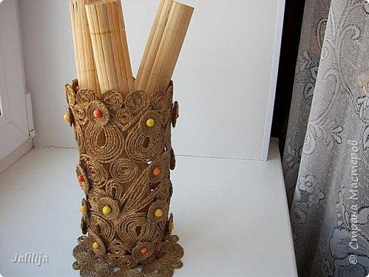 Уважаемые жители и гости Страны мастеров! Сегодня показываю ещё одну вазу из джутовой верёвки. Натолкнула на мысль стеклянная банка на кухонном столе, в которую убирались салфетки - циновки после трапезы. фото 11