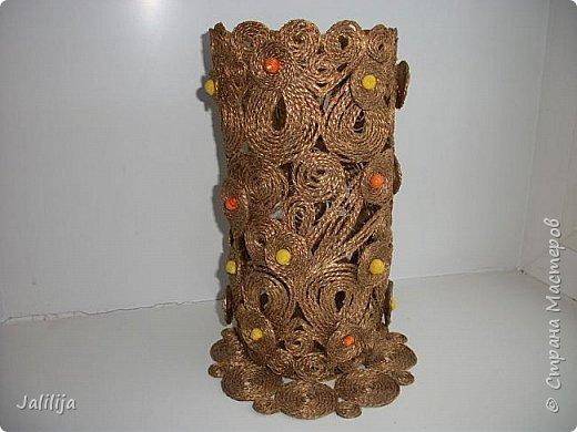 Уважаемые жители и гости Страны мастеров! Сегодня показываю ещё одну вазу из джутовой верёвки. Натолкнула на мысль стеклянная банка на кухонном столе, в которую убирались салфетки - циновки после трапезы. фото 12