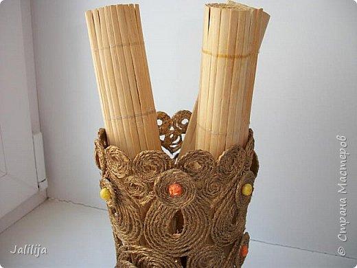 Уважаемые жители и гости Страны мастеров! Сегодня показываю ещё одну вазу из джутовой верёвки. Натолкнула на мысль стеклянная банка на кухонном столе, в которую убирались салфетки - циновки после трапезы. фото 3