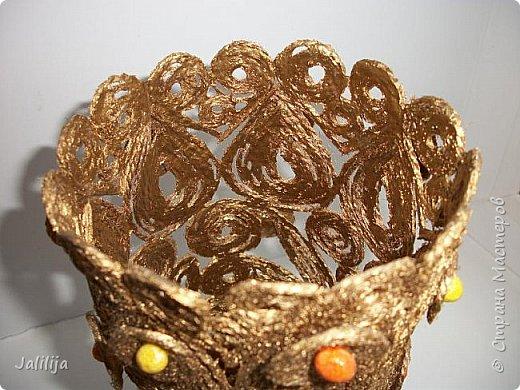 Уважаемые жители и гости Страны мастеров! Сегодня показываю ещё одну вазу из джутовой верёвки. Натолкнула на мысль стеклянная банка на кухонном столе, в которую убирались салфетки - циновки после трапезы. фото 4