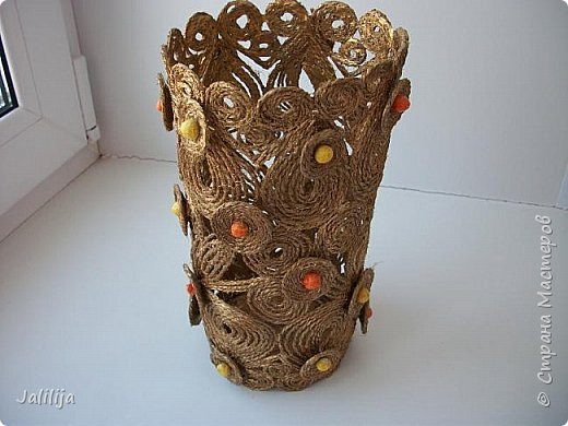 Уважаемые жители и гости Страны мастеров! Сегодня показываю ещё одну вазу из джутовой верёвки. Натолкнула на мысль стеклянная банка на кухонном столе, в которую убирались салфетки - циновки после трапезы. фото 5