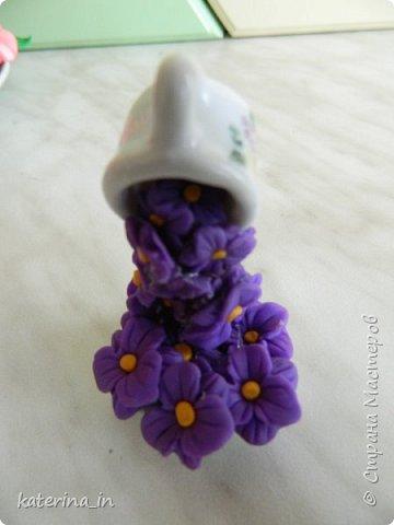 Маленькая парящая чашечка высотой всего со спичечный коробок,цветы из полимерной глины. фото 3