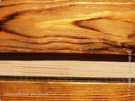 Вот так будет выглядеть моя, теперь уже новая , полочка на кухню. Уверенна, что мастера брашировки и прочих техник по дереву, найдут уйму ошибок и брака в моей работе, но я почти довольна результатом,особенно зная, сколько труда и сил потрачено))) фото 8