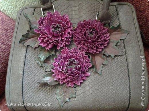 Добрые сутки дорогие мастерицы и мастера.Украсила сумку кожанными цветами. фото 2