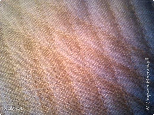 Добрый день предлагаю сшить текстильную корзиночку!  Нам понадобятся: - льняная ткань;  - х/б кружево 2-х видов — узкое и широкое;  - х/б ткань любой расцветки;  - флизелин;  - синтепон;  - нитки в тон, булавки.   Для вышивки лентами понадобятся:  - ленты атласные розового оттенка 2 цветов шириной 12 мм;  - ленты атласные зеленого оттенка шириной 6 мм;  - мулине в тон лент;  - мулине зеленого цвета. фото 6