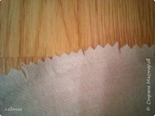 Добрый день предлагаю сшить текстильную корзиночку!  Нам понадобятся: - льняная ткань;  - х/б кружево 2-х видов — узкое и широкое;  - х/б ткань любой расцветки;  - флизелин;  - синтепон;  - нитки в тон, булавки.   Для вышивки лентами понадобятся:  - ленты атласные розового оттенка 2 цветов шириной 12 мм;  - ленты атласные зеленого оттенка шириной 6 мм;  - мулине в тон лент;  - мулине зеленого цвета. фото 24