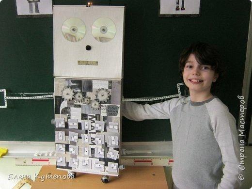 К 23 февраля провела для детей праздник с техническим уклоном.  Дети попали в сборочный цех завода по производству роботов и могли поучаствовать в финальной сборке робота Роботяшки. Перед этим я немного рассказала им историю роботов: кто впервые придумал это слово, когда был создан первый промышленный робот, как назывался первый робот-астронавт. Потом вспомнили самых известных роботов - героев отечественной литературы. фото 13