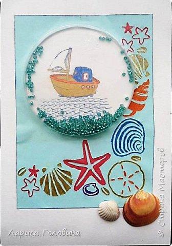 """Делали работы на конкурс """"Калейдоскоп"""". Получилось, что от военной тематики немного отошли. Кораблик Тимура. Сложен в технике оригами. Флажки - дырокольные. Волны тоже сделаны дыроколом. фото 6"""