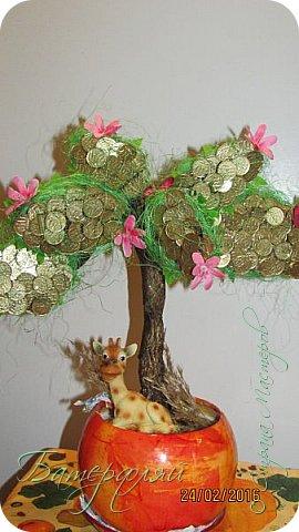 Вот такое денежное дерево у меня получилось. Честно сказать,по мне оно ну никак. Делала его долго,хотелось объёмное.А потом не могла придумать оформление.Выставляю на ваш суд! фото 1