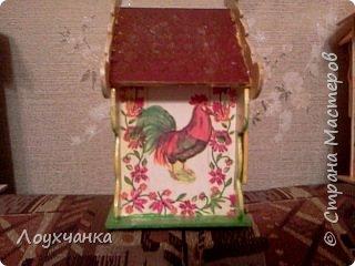 Мой первый домик из деревянной заготовки. Очень захотелось чтобы он был сказочным. В детстве видела сказку, где сказочница открывала ставенки и начинала из окошка рассказывать сказку. фото 4