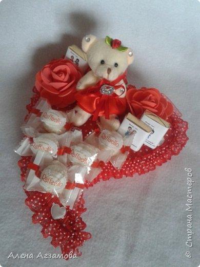 Сердечко с мишкой...конфетами рафаэлло и птичье молоко в обвертке love is фото 1