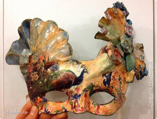 Здравствуйте! Мастера и мастерицы возникла у меня необходимость создать оригинальные маски. И для реализации своей идеи я использовала газеты, лотки от яиц, салфетки. Если кого- то заинтересует процесс работы, мастер- класс можно посмотреть тут: http://bella-master.ru/uchachimsya/master-klassy/  фото 1
