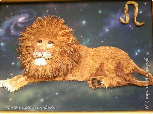 Здравствуйте дорогие мастера и мастерицы!!!Сегодня у меня лев.Сестра моего зятя попросила сделать панно со львом.Она по знаку зодиака -лев.Фон -распечатка зведного неба.На этом фото сделала более светлым,следуещее темный,а какой лучше не могу выбрать. фото 3