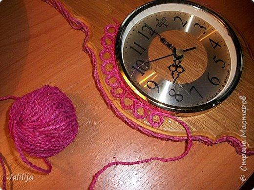 Уважаемые жители и гости Страны мастеров! Эти часы декорированы джутовой верёвкой, которую я предварительно покрасила. Хочу поделиться с вами, как это делается. фото 12