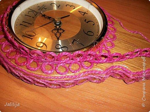 Уважаемые жители и гости Страны мастеров! Эти часы декорированы джутовой верёвкой, которую я предварительно покрасила. Хочу поделиться с вами, как это делается. фото 14