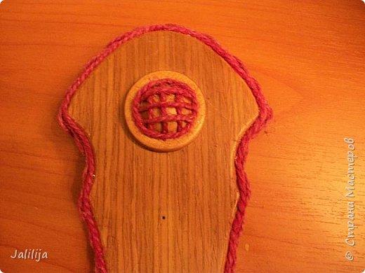Уважаемые жители и гости Страны мастеров! Эти часы декорированы джутовой верёвкой, которую я предварительно покрасила. Хочу поделиться с вами, как это делается. фото 16
